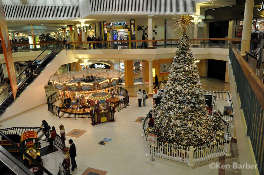 Woodbridge Mall At Christmas Photos